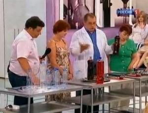 Как перелить жидкость без лейки