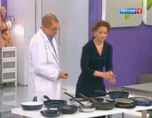 Чем опасны сковороды с тефлоном